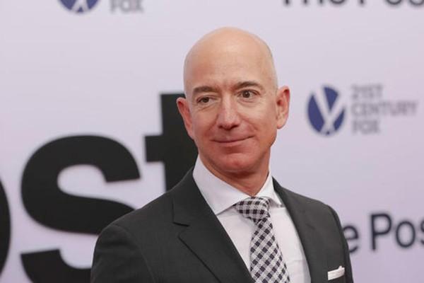 Giám đốc điều hành (CEO) hãng bán lẻ Amazon của Mỹ, tỷ phú Jeff Bezos