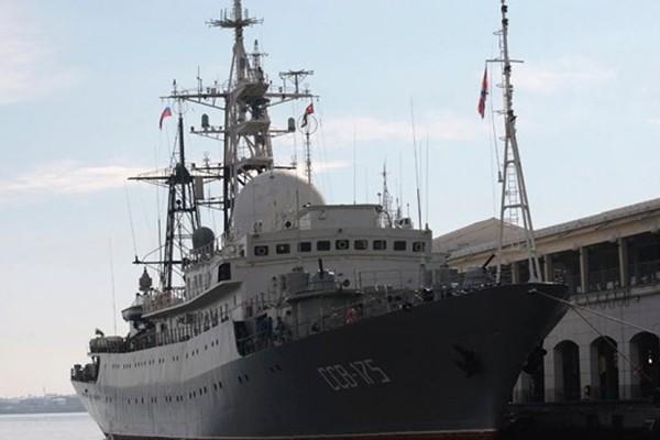 Tàu do thám Victor Leonov của Nga