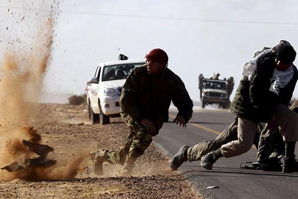 Các dân quân trong vụ ném bom gần thành phố Bin Jawad ở Libya