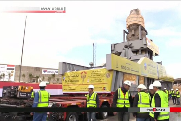 Bức tượng Pharaoh cao hơn 11m, nặng 83 tấn