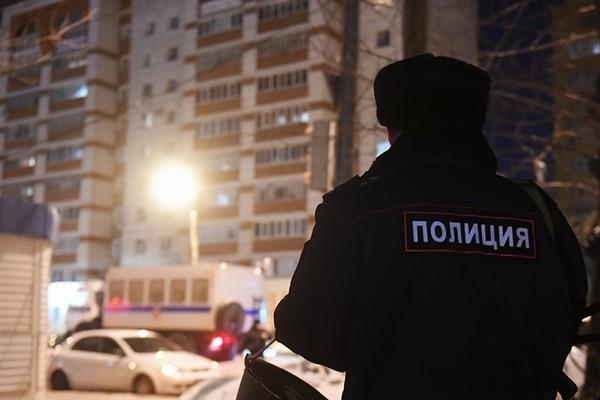 Cảnh sát tới hiện trường vụ nổ súng ở Kazan