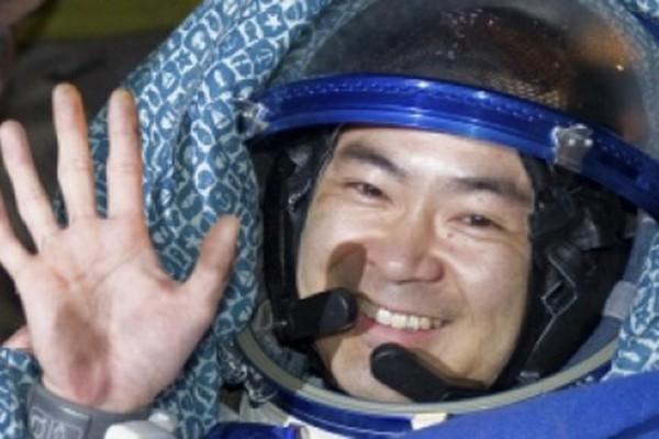 Phi hành gia Nhật Bản Akihiko Hoshide