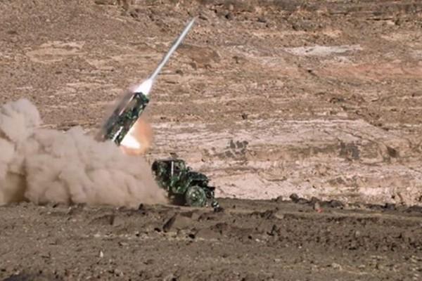 Tên lửa đạn đạo Badr-1 được phóng đi