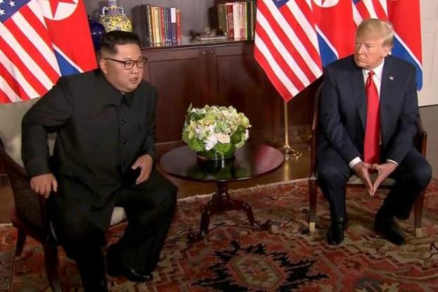 Ông Trump và ông Kim Jong-un bắt đầu cuộc hội đàm kín