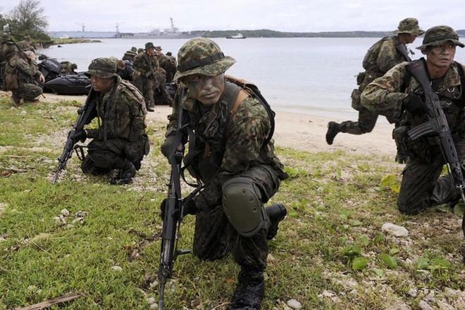 Binh sĩ Nhật Bản trong một lần diễn tập bảo vệ đảo với Mỹ ở Guam