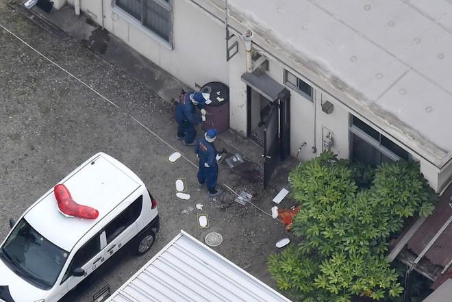 Điều tra hiện trường vụ tấn công tại đồn cảnh sát Okuda
