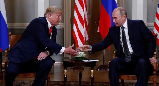 Hai nhà lãnh đạo Mỹ và Nga bắt tay nhau tại Helsinki ngày 16-7