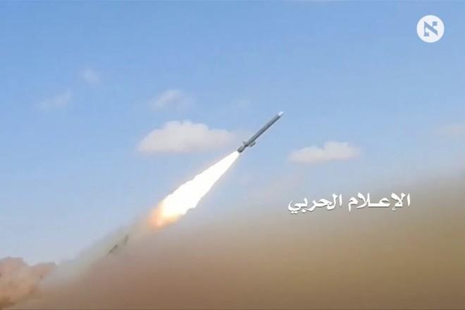 Tên lửa của Houthi được phóng đi