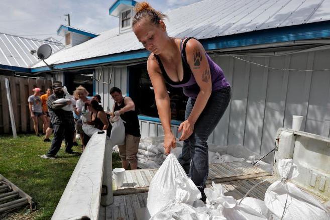 Người dân tại Florida tích cực chuẩn bị phòng chống bão
