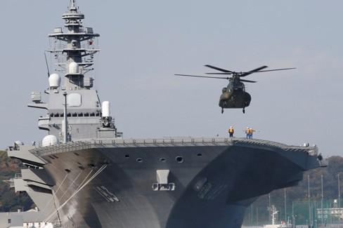 Tàu đổ bộ trực thăng Izumo của Nhật Bản