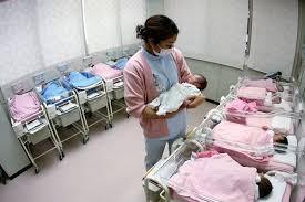 Ước tính số trẻ em được sinh ra trong năm nay tại Nhật là 921.000 em