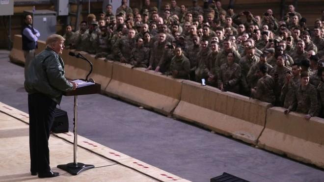 Tổng thống Trump phát biểu trước các binh sĩ tại căn cứ không quân Al Asad