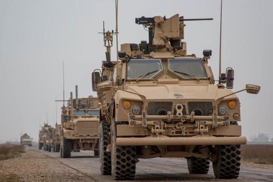 Đoàn xe của liên quân do Mỹ dẫn đầu ở Deir ez-Zor, Syria