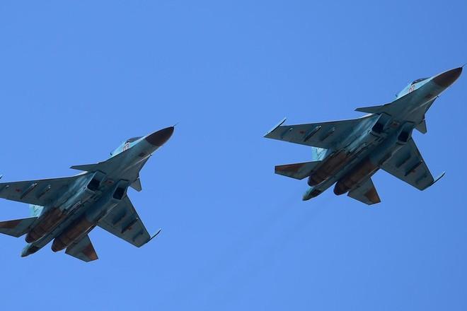 Hai chiếc máy bay tiêm kích ném bom Su-34