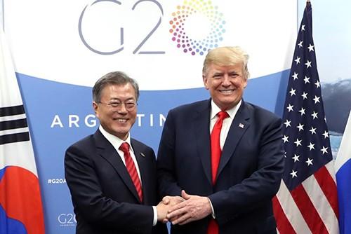 Tổng thống Hàn Quốc Moon Jae-in và người đồng cấp Mỹ Donald Trump