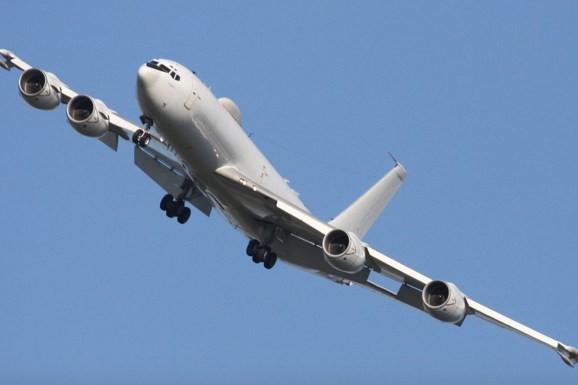 """Máy bay """"Ngày tận thế"""" E-6B Mercury"""