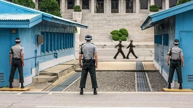 Làng đình chiến Bàn Môn Điếm tại biên giới giữa Hàn Quốc và Triều Tiên