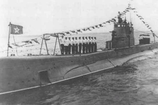 """Tàu ngầm lớp Shchuka Shch-302 """"Okun"""" của Liên Xô"""