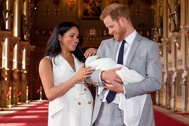 Hoàng tử Anh Harry và Công nương Meghan Markle cùng con trai
