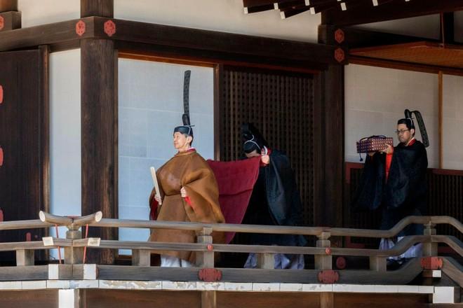 Nhật hoàng Naruhito thực hiện nghi lễ tại Hoàng cung hôm 8-5