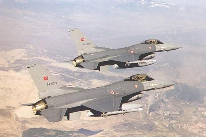 Hai chiếc tiêm kích F-16 Thổ Nhĩ Kỳ