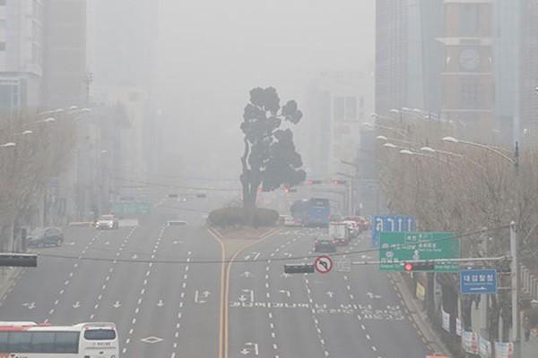 Hàn Quốc cấm lưu thông xe cũ chạy diesel vào ngày nồng độ bụi nhỏ cao