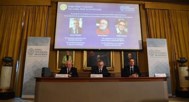 Quang cảnh buổi công bố Giải Nobel Vật lý năm 2019