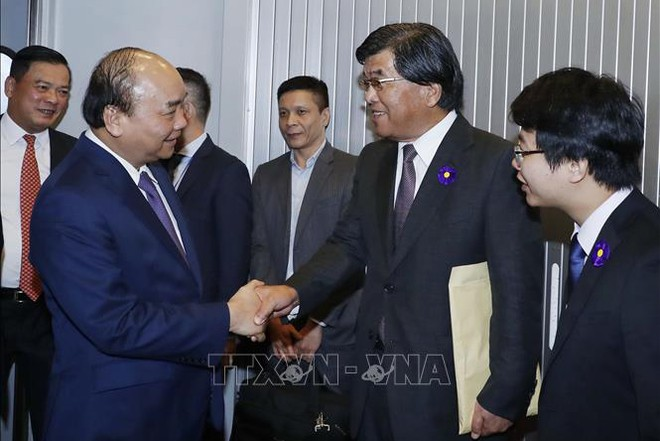 Đại diện Chính phủ Nhật Bản đón Thủ tướng Nguyễn Xuân Phúc tại sân bay quốc tế Narita, Tokyo