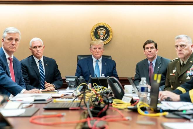 Bức ảnh chụp ông Trump và các quan chức Mỹ theo dõi chiến dịch tiêu diệt Abu Bakra al-Baghdadi