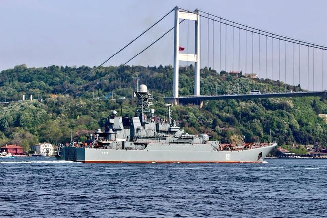 Tàu đổ bộ cỡ lớn Azov 151 của Nga