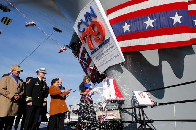 """Lễ """"rửa tội"""" cho tàu sân bay USS John Kennedy diễn ra hôm 7-12"""