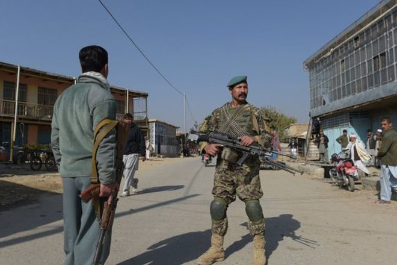 Binh sĩ Afghanistan đứng gác gần căn cứ không quân Bagram