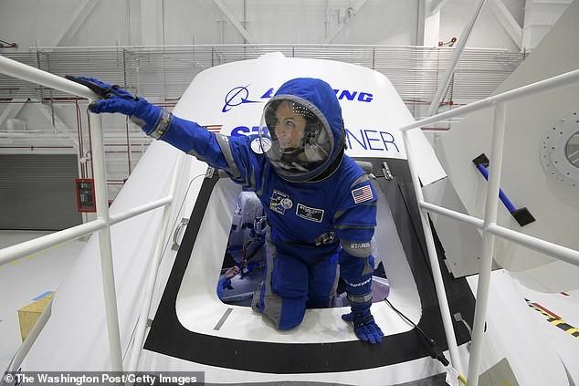 Tàu vũ trụ hình nón có đường kính 4,5m và cao 5m