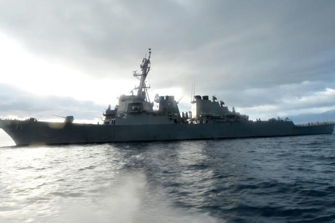 Tàu khu trục tên lửa dẫn đường USS Ross của Hải quân Mỹ