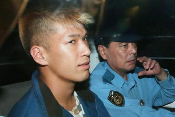Hung thủ Satoshi Uematsu, 29 tuổi (ảnh trái)