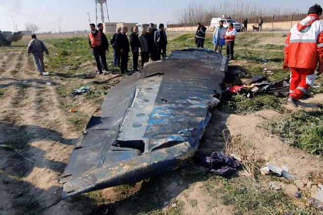 Hiện trường vụ máy bay chở khách Ukraine rơi ở Iran
