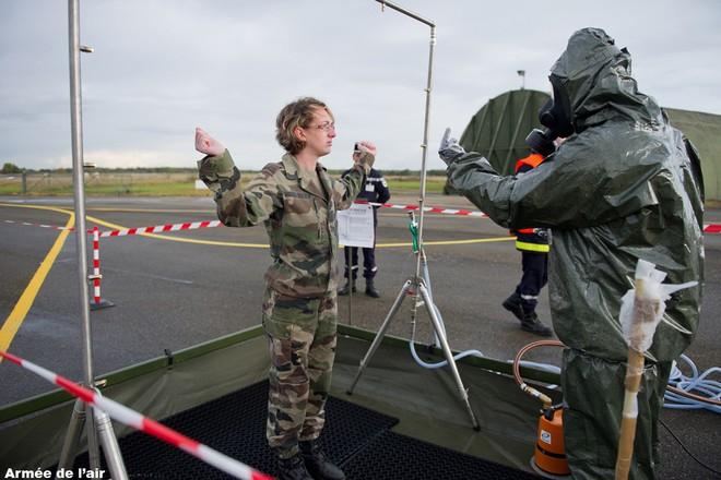 Pháp phong tỏa căn cứ quân sự bí mật có người nhiễm Covid-19