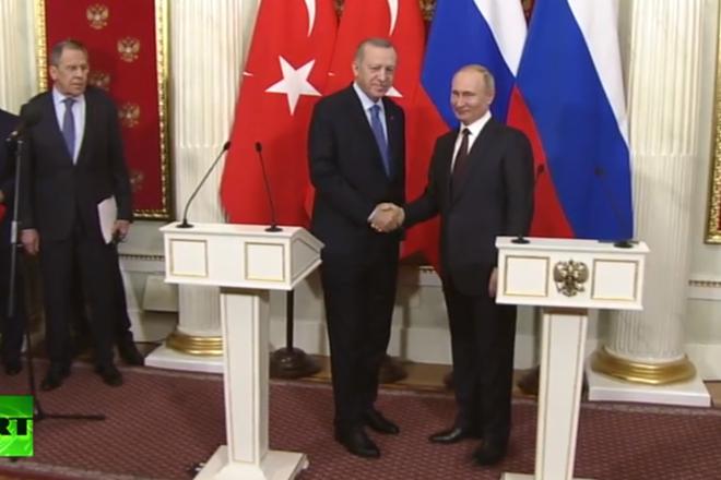 Tổng thống Nga Vladimir Putin (ảnh phải) và người đồng cấp Thổ Nhĩ Kỳ Recep Tayyip Erdogan