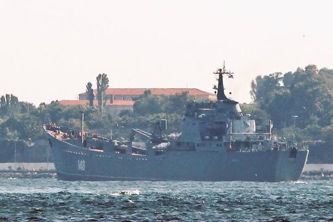 Tàu Nga chở đầy vũ khí tới Syria bất chấp lệnh ngừng bắn ở Idlib