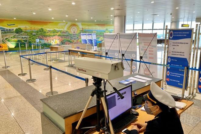 Tất cả hành khách nhập cảnh từ các chuyến bay quốc tế đều phải qua kiểm dịch