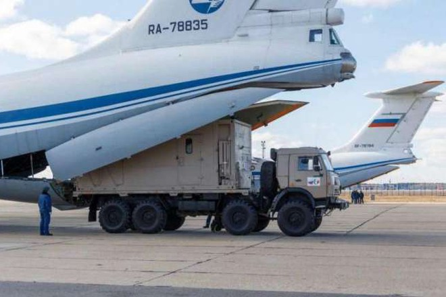 Máy bay Nga chở hàng viện trợ tới Italy