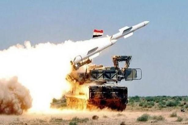 Phòng không Syria khai hỏa, bắn hạ UAV gần căn cứ Nga