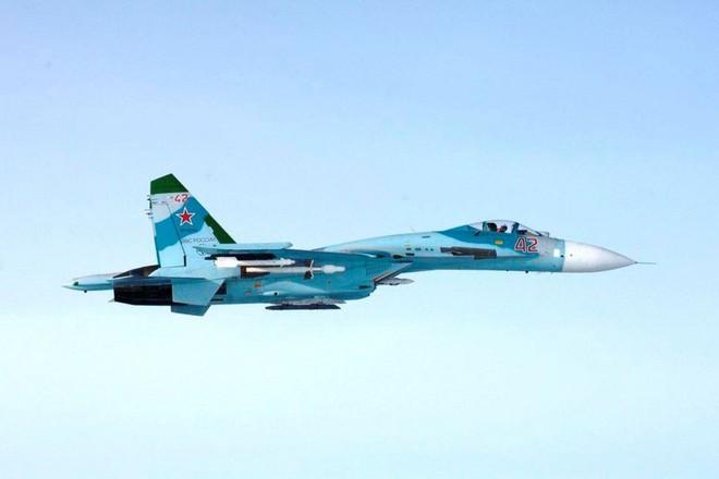 Một chiếc máy bay tiêm kích Su-27