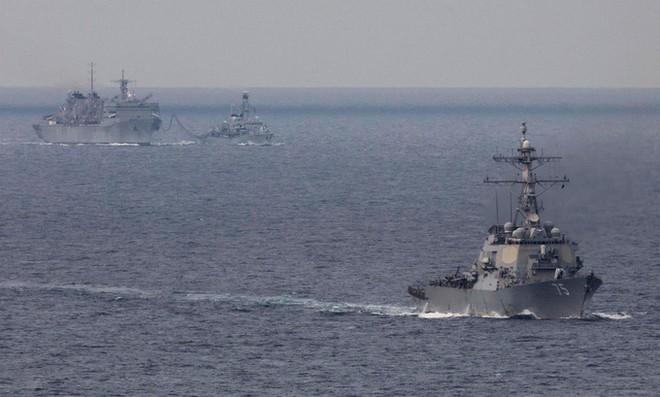 Chiến hạm Mỹ và Anh tiếp nhiên liệu trước khi tiến vào Biển Barents