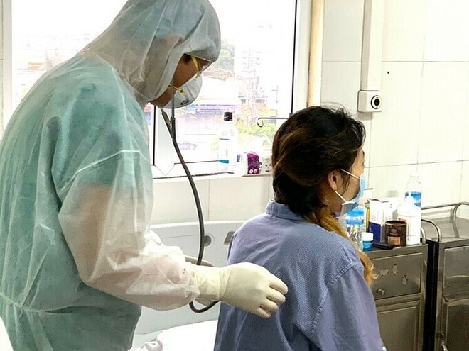 """""""Bệnh nhân 52"""" tại Bệnh viện số 2, Quảng Ninh, trước khi chuyển viện. Ảnh: VNE"""