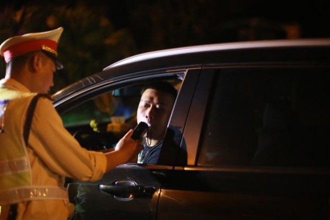 CSGT tăng cường xử phạt nặng các tài xế sử dụng rượu bia, chất kích thích trước và trong khi lái xe