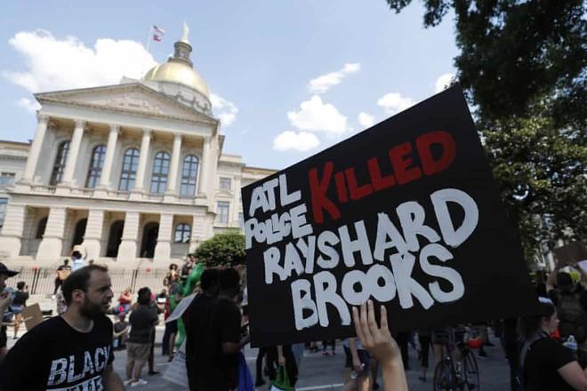 Người dân biểu tình phản đối sau cái chết của Rayshard Brooks