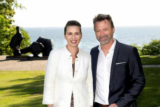 Nữ Thủ tướng Đan Mạch Mette Frederiksen và vị hôn phu Bo Tengberg
