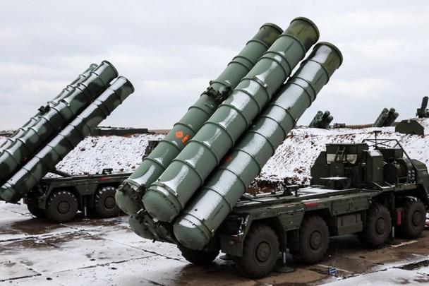 Hệ thống phòng không tiên tiến S-400 do Nga sản xuất