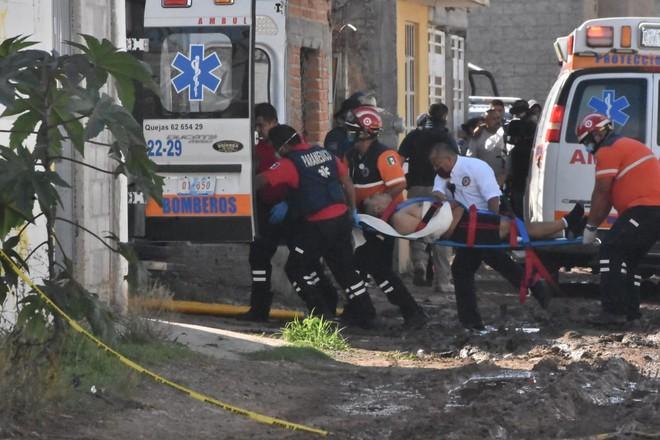 Những người bị thương được đưa tới bệnh viện điều trị